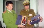 Hơn 1.000 chai rượu ngoại vô chủ ở sân ga