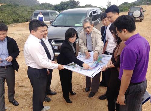 Thứ trưởng Bộ Xây dựng Phan Thị Mỹ Linh làm việc tại tỉnh Bình Định