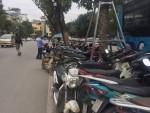 """Hà Nội: Điều chỉnh giá gửi xe, đã """"mọc thêm"""" nhiều bãi gửi xe không phép"""