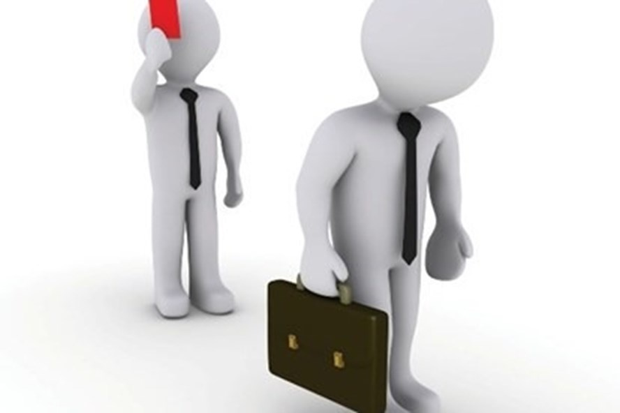 Bị đình chỉ công việc, được tạm ứng lương thế nào?