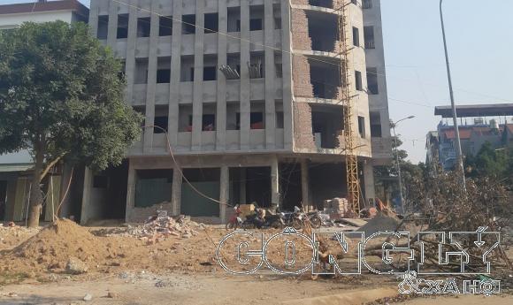 """Tiên Du (Bắc Ninh): Xã muốn xử lý công trình khủng xây dựng không phép nhưng vướng """"quan hệ trên Bộ""""?"""