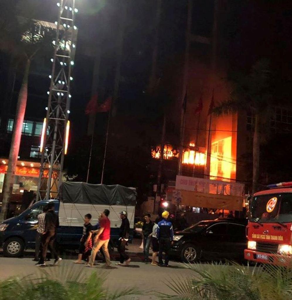 Thanh Hóa: Cháy tòa nhà dầu khí, nhiều người thương vong