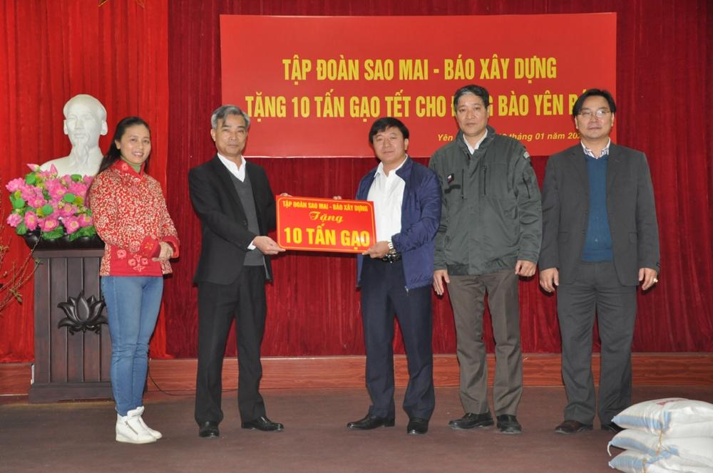 Tập đoàn Sao Mai - Báo Xây dựng trao tặng 10 tấn gạo cho người nghèo tỉnh Yên Bái