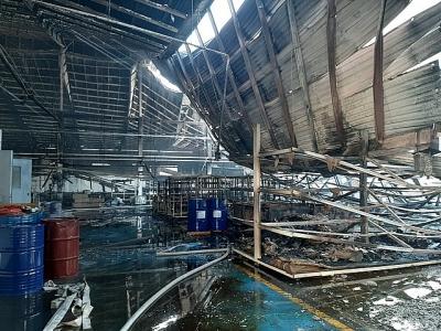 Bình Dương:  Hơn 2.000m2 nhà xưởng cháy rụi, đổ sập sáng 28 Tết