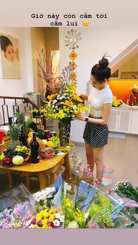 hoa hau khanh van nam thu trang tri nha don tet
