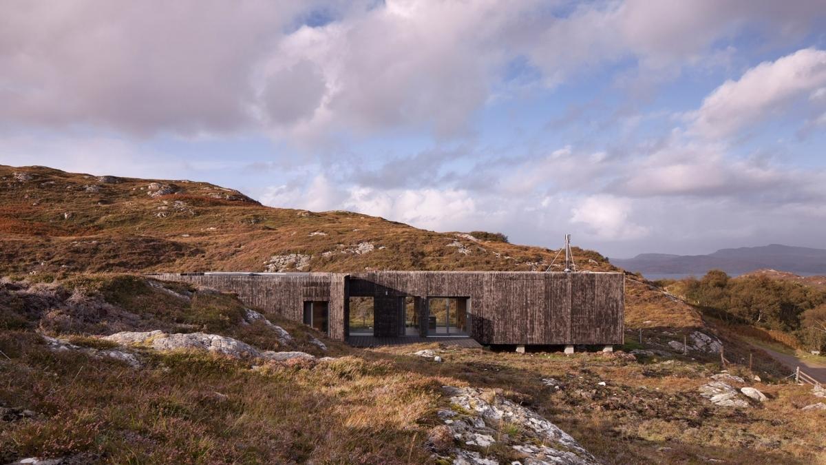 Thăm ngôi nhà gỗ thông giữa vùng cao nguyên đá ở Scotland