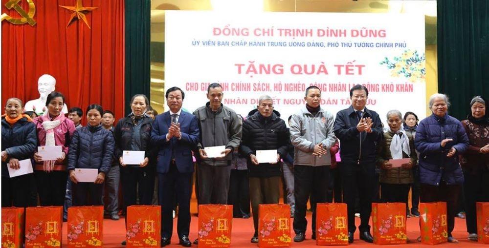 Phú Thọ: Phó Thủ tướng Trịnh Đình Dũng thăm và tặng quà Tết cho gia đình chính sách, người nghèo