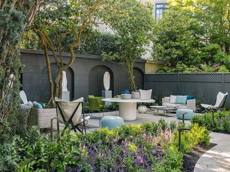 Cùng tìm hiểu cách trang trí sân vườn nhà cấp 4 trở nên thu hút hơn