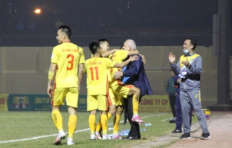 CLB Đông Á Thanh Hóa giành chiến thắng trước Nam Định với tỷ số 3-0