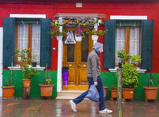 092557baoxaydung image003 Cùng nhìn qua màu sắc rực rỡ của những ngôi nhà ở đảo nhỏ Burano, Italy