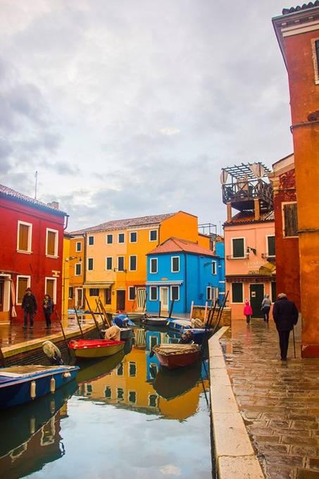 092557baoxaydung image005 Cùng nhìn qua màu sắc rực rỡ của những ngôi nhà ở đảo nhỏ Burano, Italy