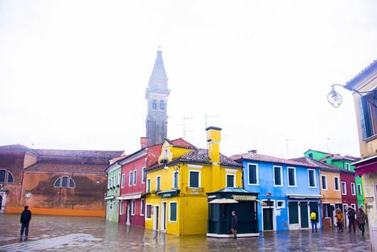 092558baoxaydung image006 Cùng nhìn qua màu sắc rực rỡ của những ngôi nhà ở đảo nhỏ Burano, Italy