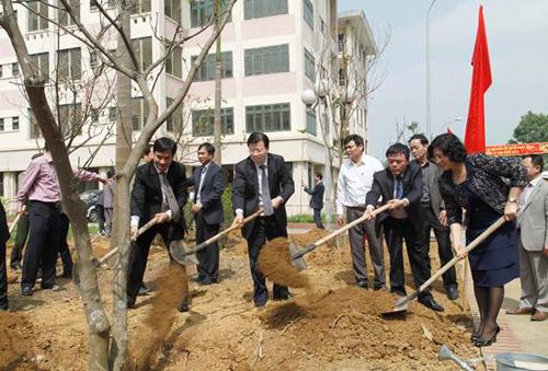 Bộ trưởng Trịnh Đình Dũng phát động Tết trồng cây tại Hòa Lạc
