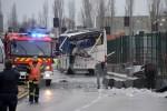 Pháp: Xe buýt đâm trực diện xe tải làm 6 học sinh thiệt mạng
