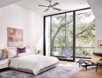 Phòng ngủ sang chảnh nhờ vách kính cường lực