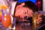 Tại sao bạn nhức đầu sau uống rượu say?