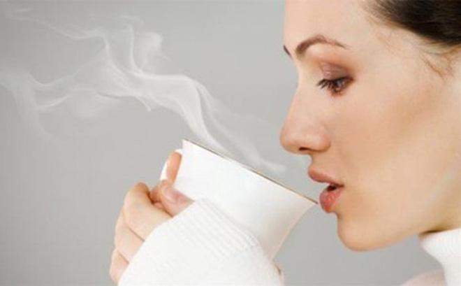 Lợi ích sức khỏe khi uống nước nóng mỗi ngày