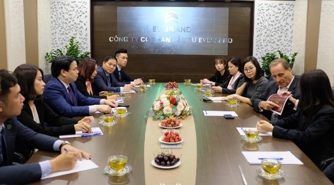 Đại diện Tập đoàn Centara Hotels & Resorts thăm và làm việc tại Crystal Holidays