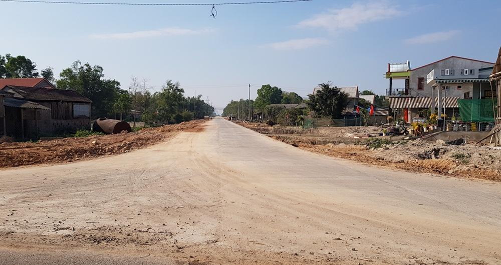 Thừa Thiên - Huế: Xuất hiện vết nứt trên tuyến đường cứu hộ cứu nạn Phong Điền – Điền Lộc
