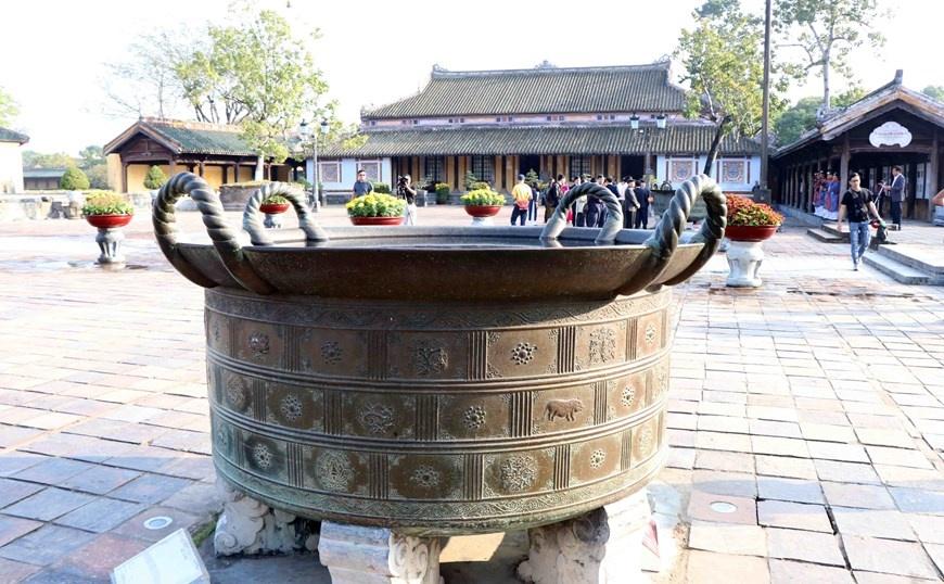 Độc đáo những chiếc vạc đồng tinh xảo thời chúa Nguyễn