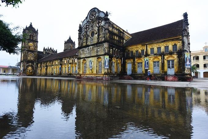 Nhà thờ Bùi Chu được xây mới theo kiến trúc cũ