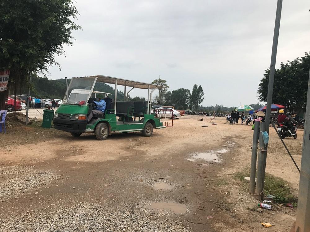 """Để xe điện """"dù"""" ngang nhiên hoạt động, trách nhiệm của huyện Tam Đảo ở đâu?"""