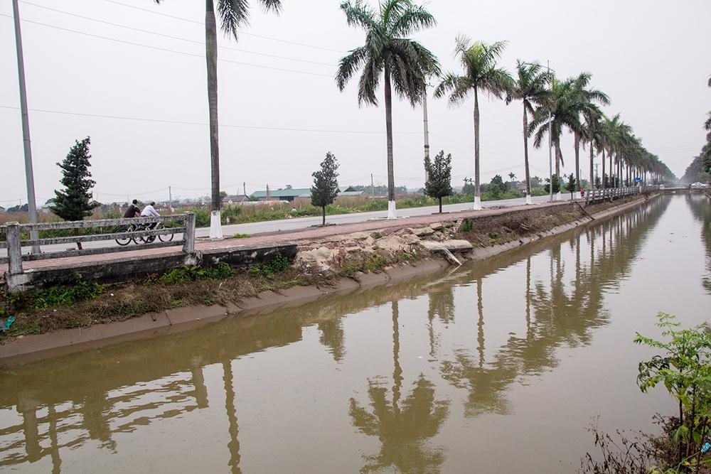 Đan Phượng (Hà Nội): Lan can bờ kênh mương sạt lở nhiều năm chưa được sửa chữa