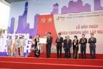 Vicem Hoàng Thạch đón nhận Huân chương Độc lập hạng Nhất
