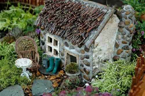 Trang trí sân vườn bằng nhà đá mini xinh đẹp