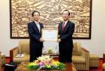 Bộ trưởng Phạm Hồng Hà trao Kỷ niệm chương Vì sự nghiệp xây dựng cho Trưởng đại diện JICA Việt Nam