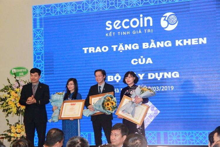 Secoin: Đi lên từ chính nền tảng tri thức gia đình