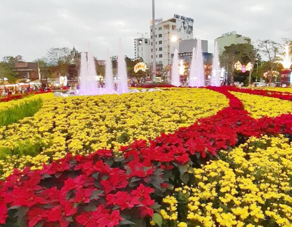 Trang trí dải trung tâm thành phố Hải Phòng: Đảm bảo an toàn cho du khách và nhân dân