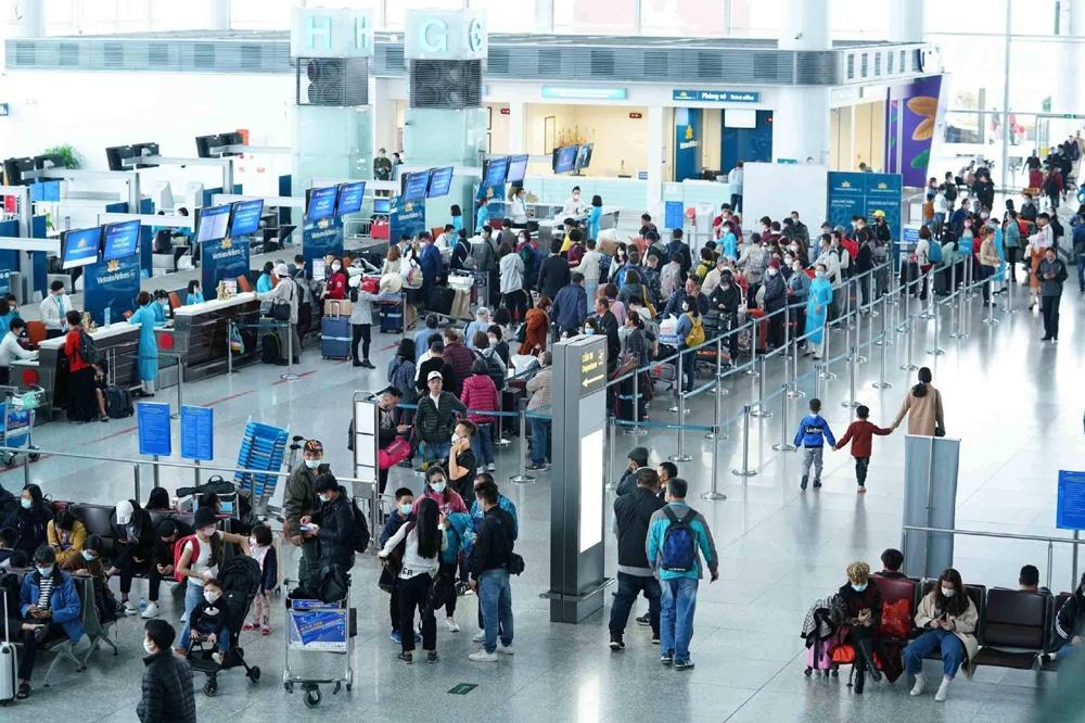 Khuyến cáo hành khách đeo khẩu trang tại các cảng hàng không, bến tàu, bến xe, nhà ga
