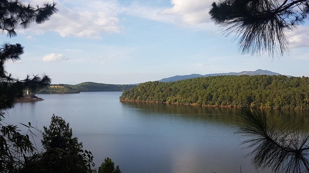 Hồ Yên Trung (Quảng Ninh): Du lịch hồ trên núi