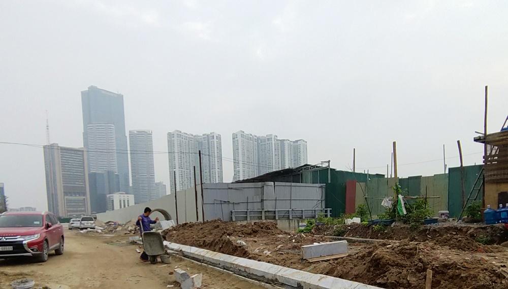 """Hà Nội: Vì sao hàng trăm mét vuông nhà xưởng vẫn ngang nhiên tồn tại ở """"vị trí vàng"""" quận Cầu Giấy?"""