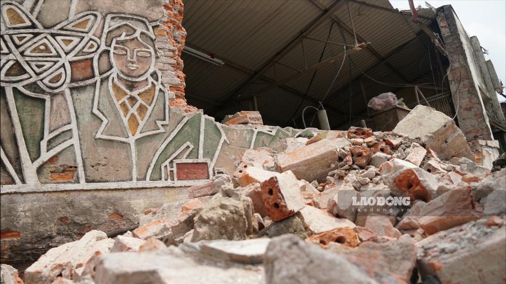 Bức phù điêu gần 4 thập kỉ bị dỡ bỏ tại ngã tư Chợ Mơ Hà Nội