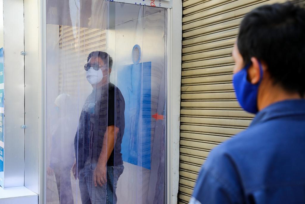 Bộ Y tế khuyến cáo không sử dụng buồng khử khuẩn toàn thân