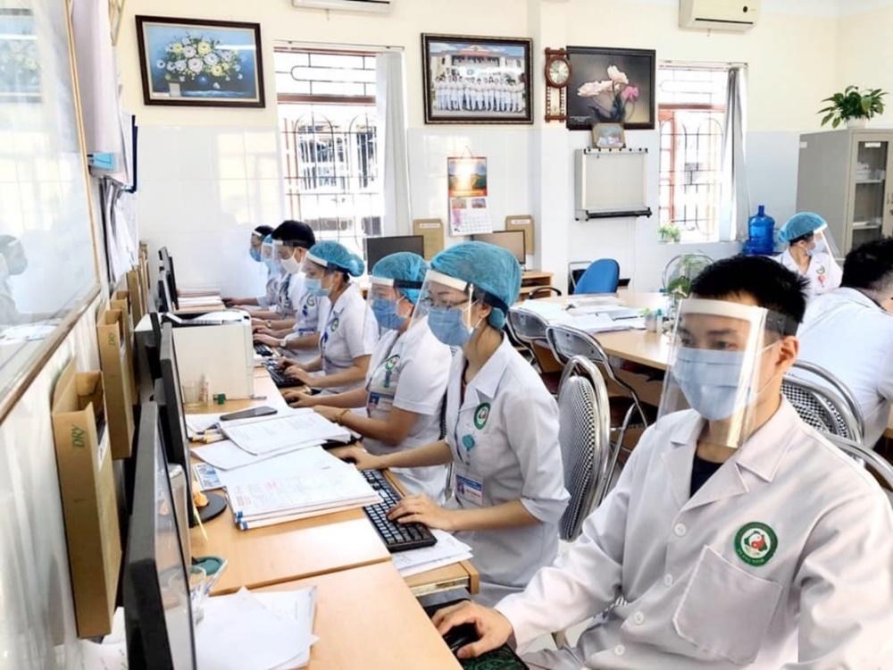 """Quảng Ninh: Thầy thuốc tự chế """"mặt nạ"""" phòng hộ cá nhân"""