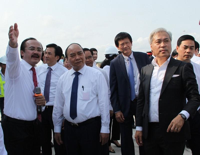 Thủ tướng Chính phủ Nguyễn Xuân Phúc thăm cảng Quốc tế Long An