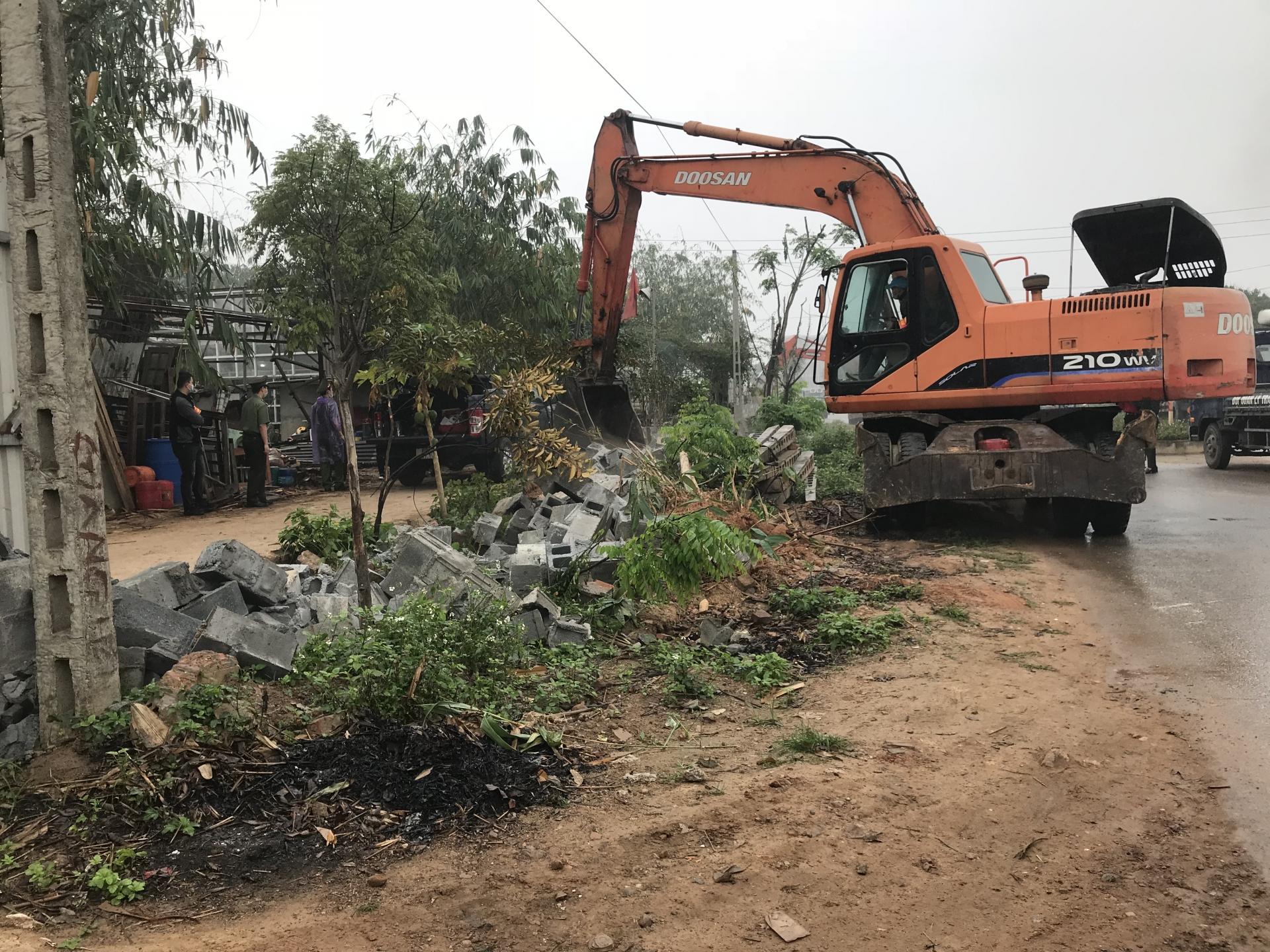 Vĩnh Yên (Vĩnh Phúc): Tổ chức cưỡng chế các trường hợp vi phạm lấn chiếm đất tại thôn Tấm