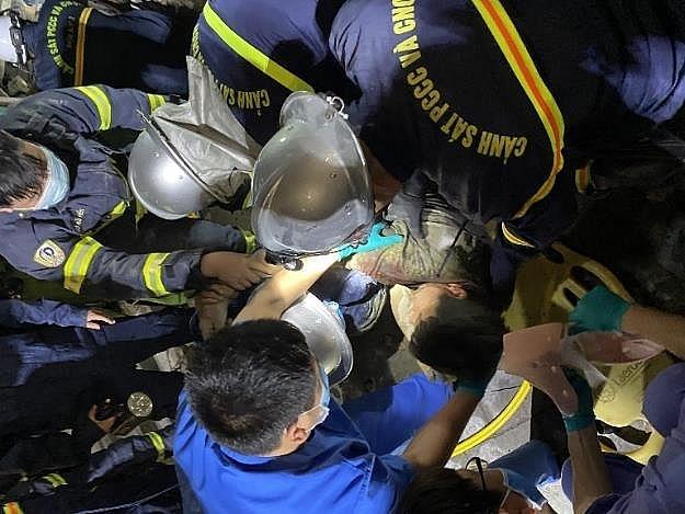 Hà Nội: Sàn cốt pha bị đổ tại công trình 170 Phạm Văn Đồng, một công nhân mắc kẹt