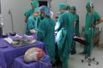 Phẫu thuật thành công khối u nang buồng trứng nặng hơn 6kg