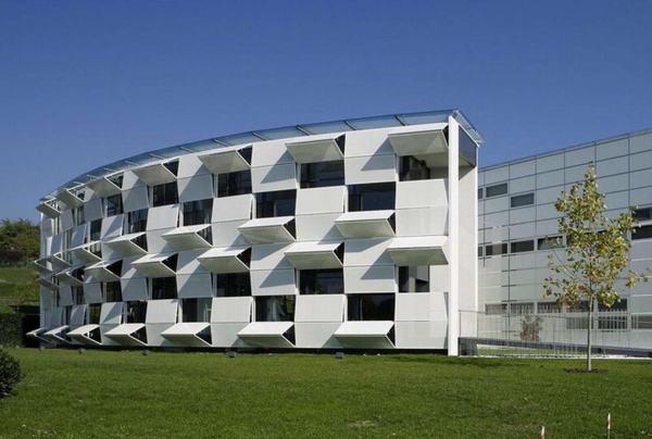 Tòa nhà tự thay đổi hình dạng trong ngày