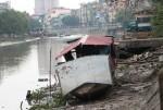 Nghĩa địa tàu thuyền trên sông ở Hải Phòng