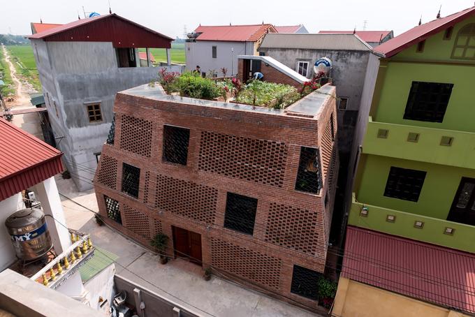 Không gian đẹp bất ngờ trong ngôi nhà mộc Hà Nội Webb.vn