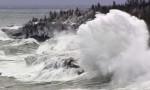 Sóng xô bờ ở hồ nước ngọt lớn nhất thế giới