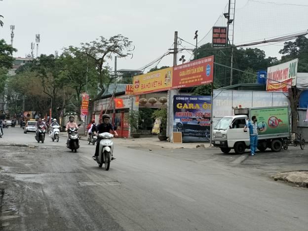 """Hà Nội: Nguồn lợi từ việc cho thuê hàng nghìn mét vuông """"đất vàng"""" tại phố Chùa Láng đang rơi vào túi ai?"""