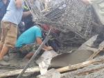 Thừa Thiên - Huế: Sập giàn giáo cây xăng, nhiều công nhân bị thương