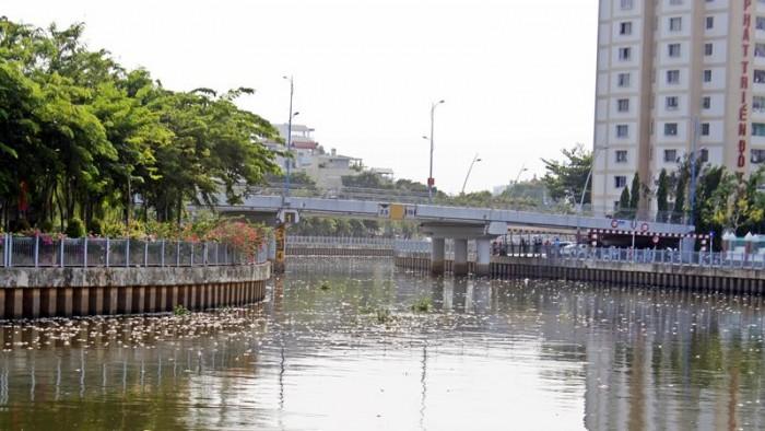 """TP Hồ Chí Minh: Dự án Xử lý nước thải kênh Nhiêu Lộc - Thị Nghè lại """"nổi sóng"""""""