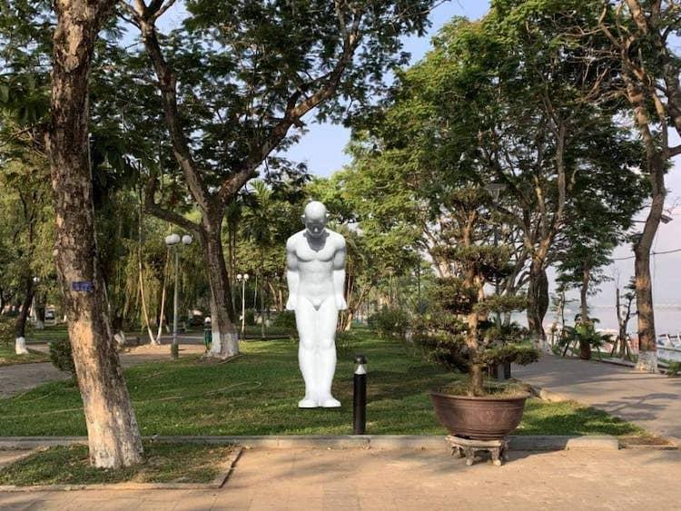 Chuyên gia: Tượng 'Người đàn ông cúi đầu' không hợp để bên sông Hương